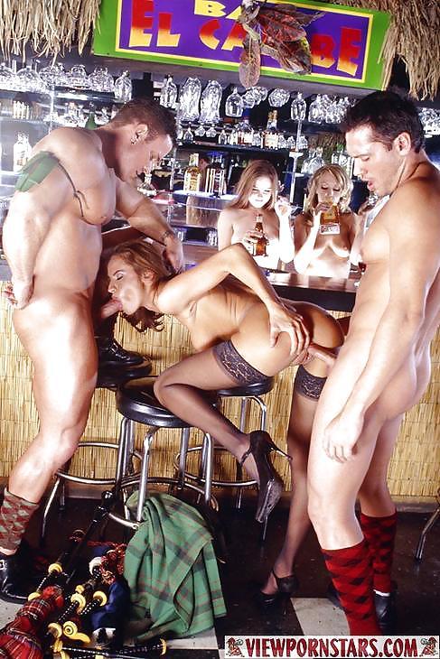 секс без остановки на большой скорости на барной стойке сега