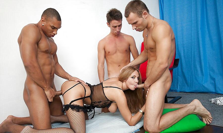erik-russkoe-porno-seks-pleyboy-devushki-s-razvorota-foto