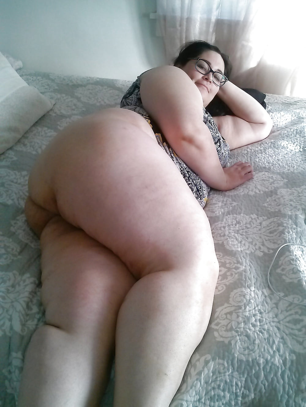 pictures of women nude doing yoga