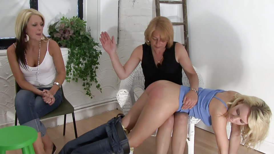 spank-sister-mother-knee-jeans-brush-couch-friends-tryouts