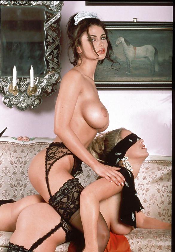 Lesbian seduces girl-1023
