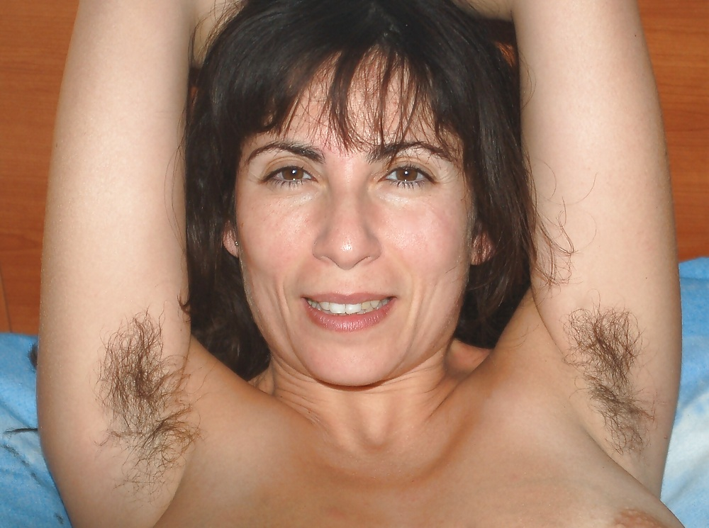 very-hot-hairy-armpits-milf