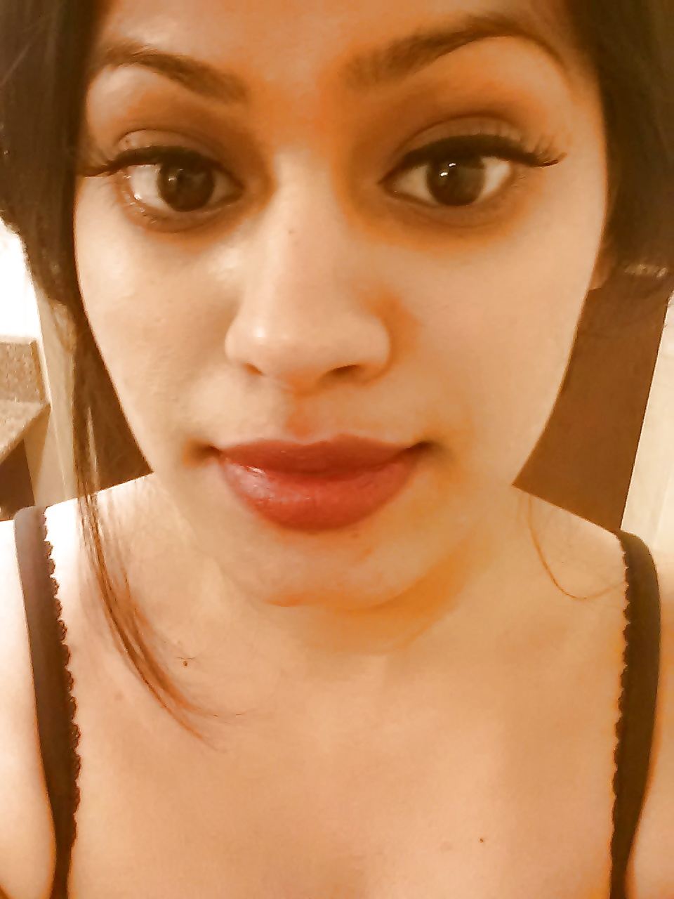 See and Save As sri lankan sexy model taking selfies porn
