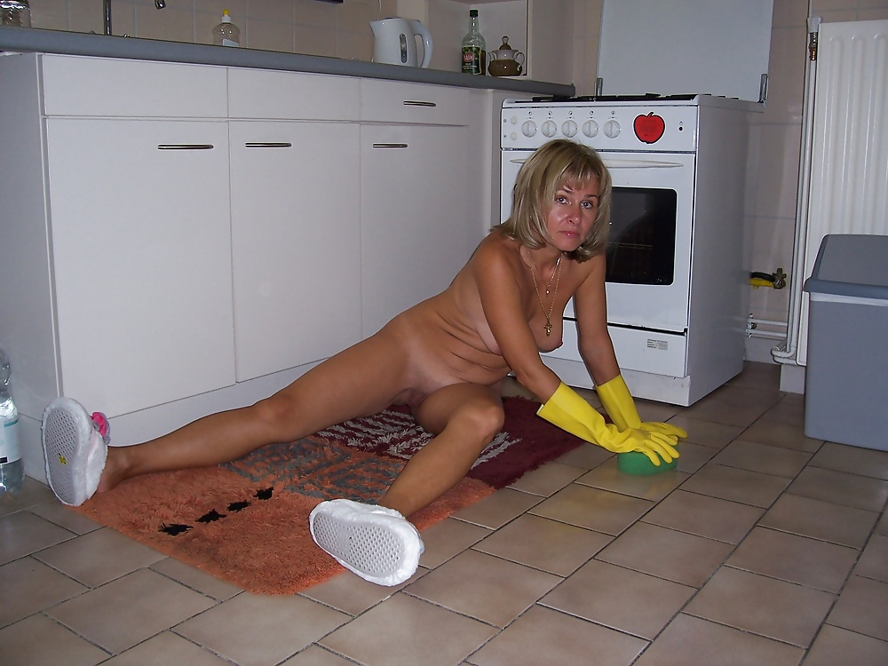 Bbw nude cleaning house