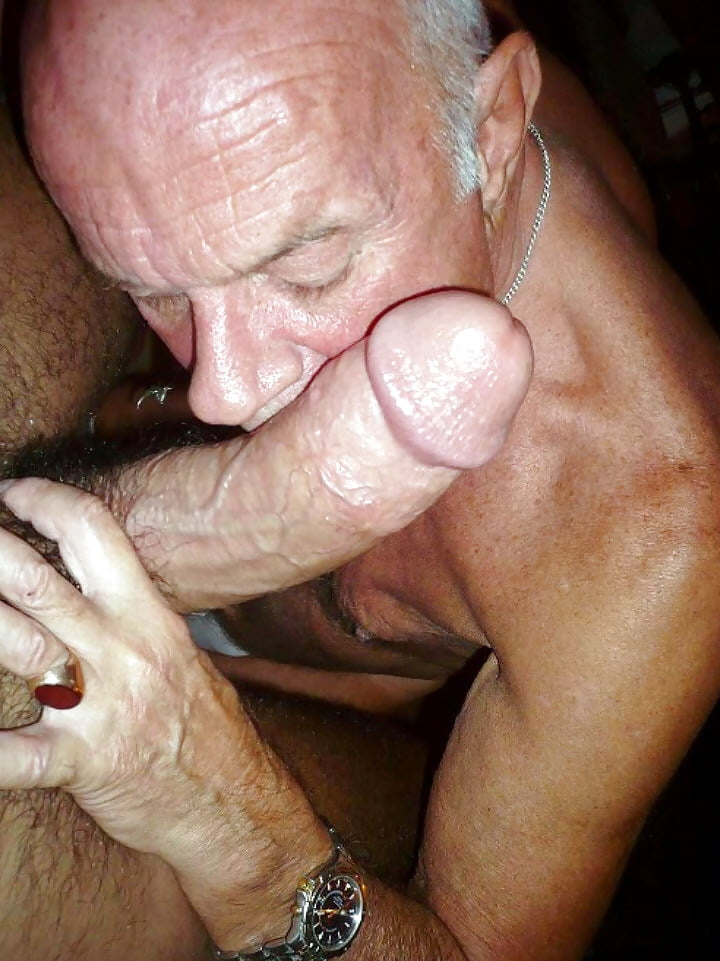 Sucking and fucking a mature gay daddy cock
