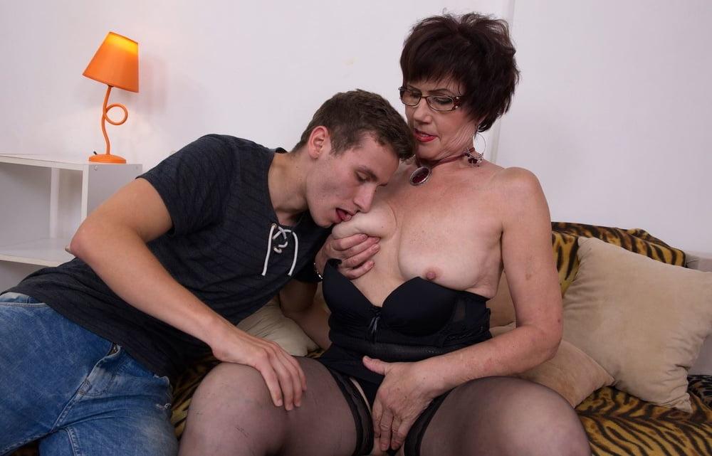 Older and hot 424 (Titsucking) - 40 Pics