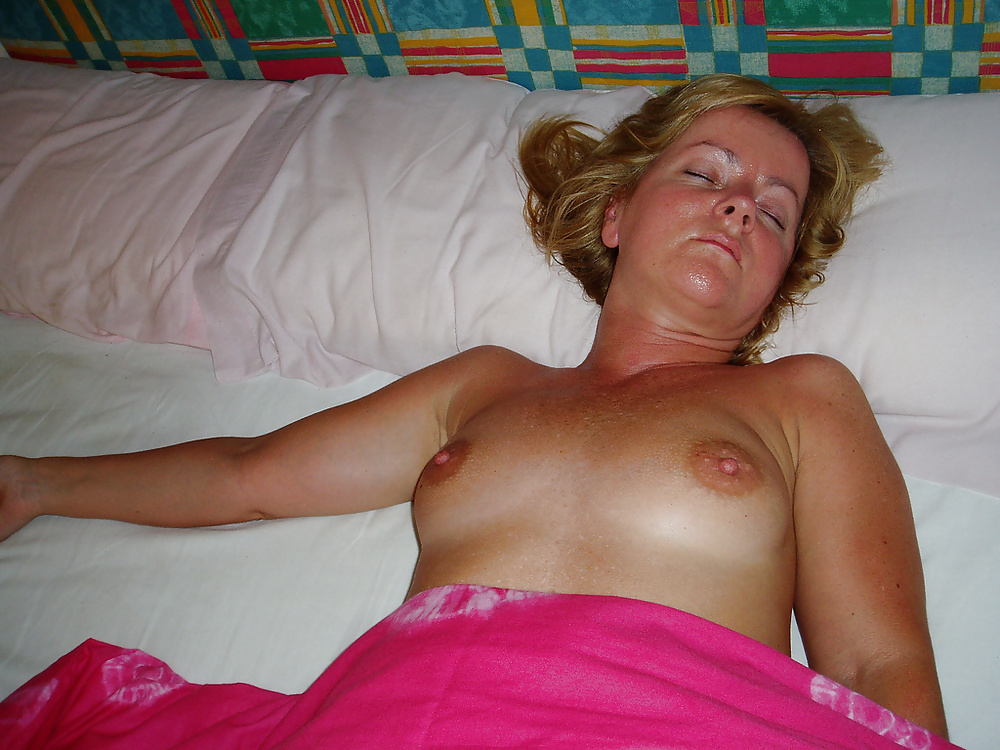 topless-sleeping-mom-silicone