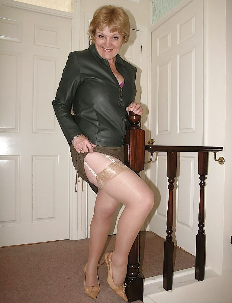 Busty Mature Milf, Flashing Her Stocking Tops - 29 Pics -2326