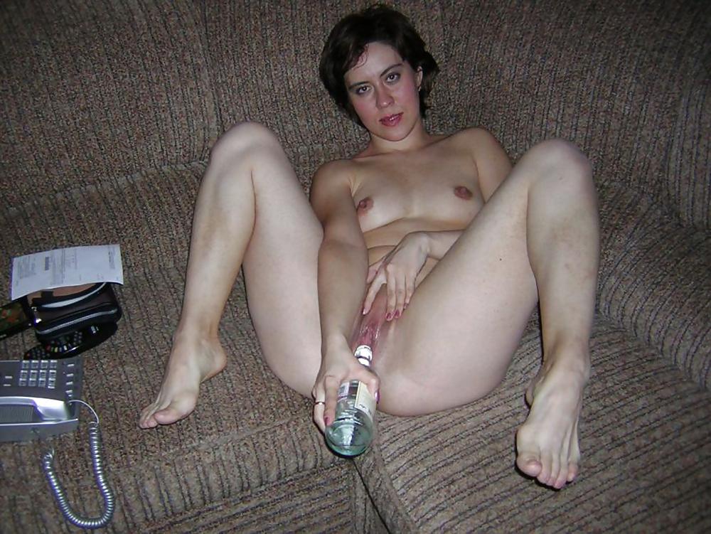 butilka-chastnoe-porno-foto-akkuratnie-sisechki