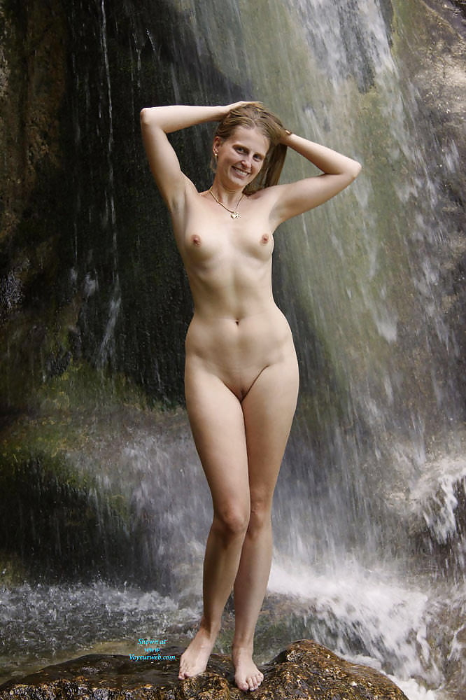 waterfall-girls-naked-abby