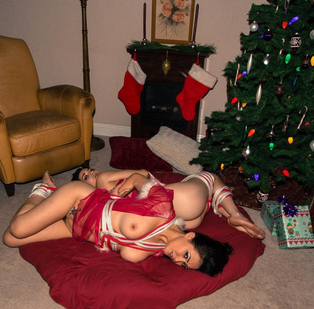 Christmas Babes- 69 Pics