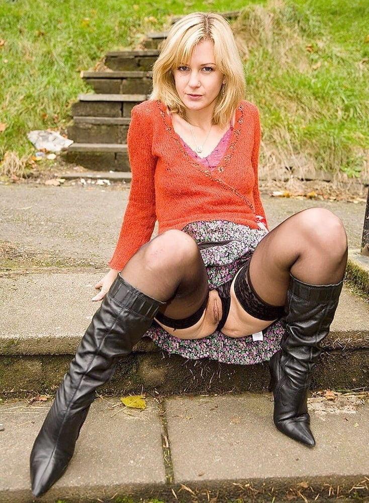 ходит женщина задрала юбку в трусиках порно иногда после