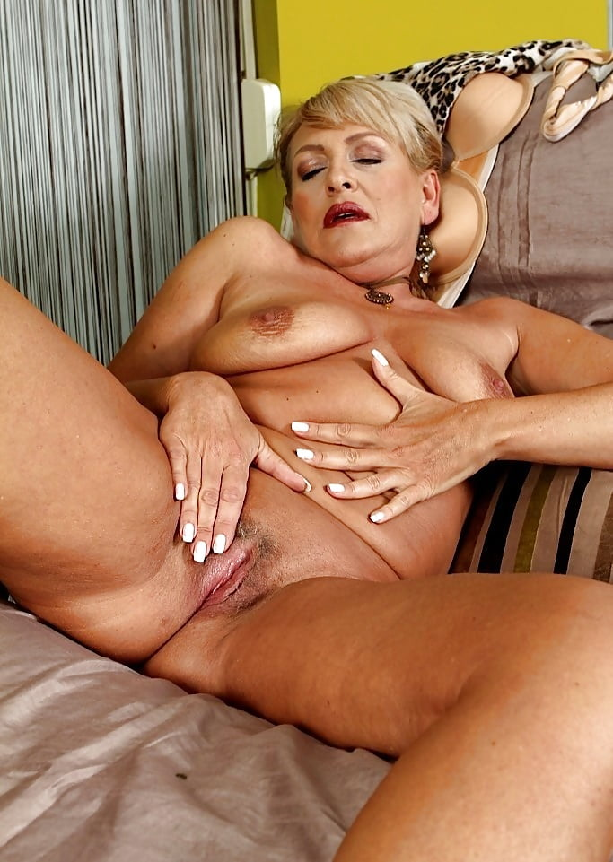 nude-older-women-fingering-nude-beaches-photos