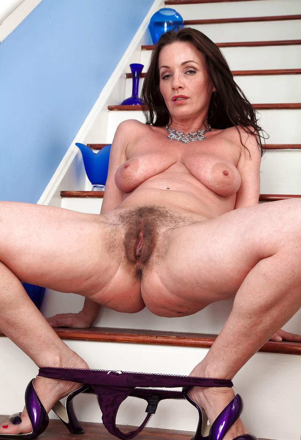 Moms hairy beautiful snatch, fuck chinese wench