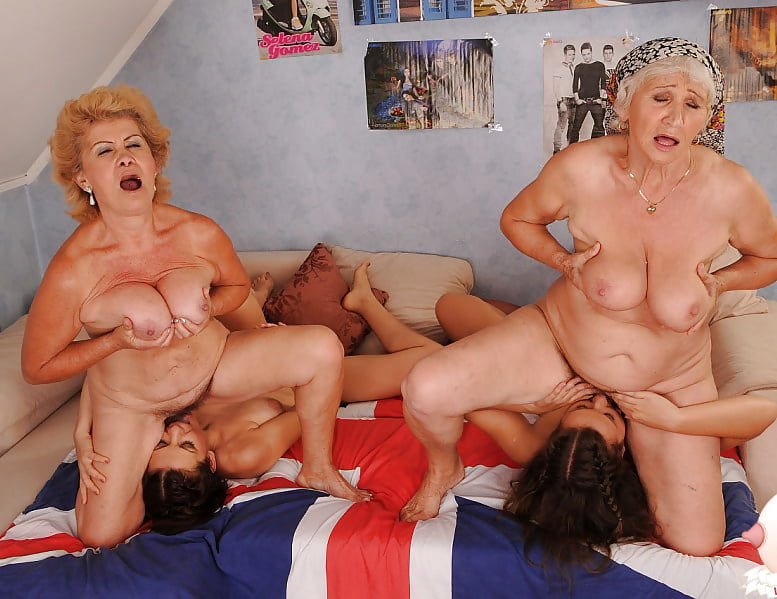 трио старушки порно