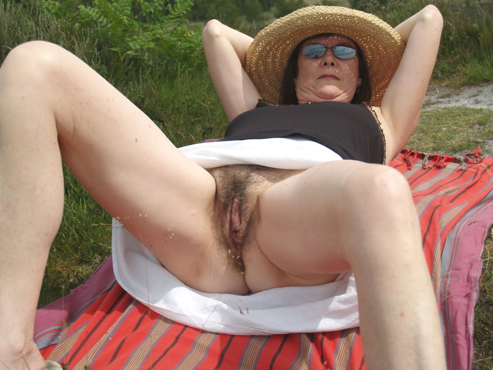 old-woman-pussy-voyeur-house-nude