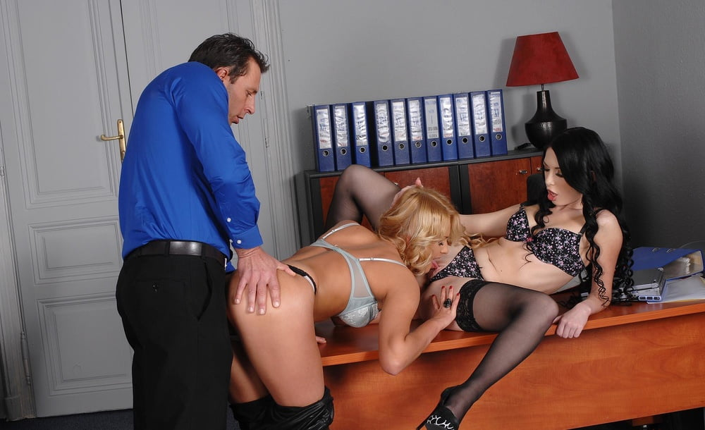 полицейских начинает секретарши групповое порно было