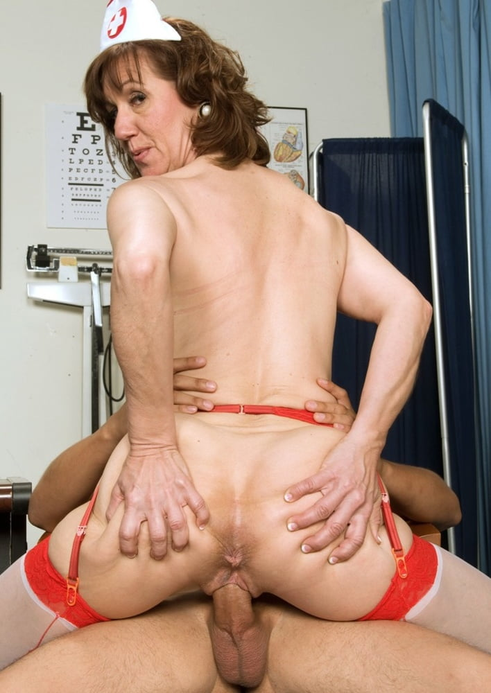 Milf doing anal for cash