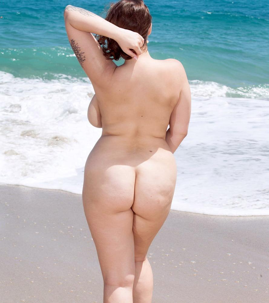 Фотографии девушек с видными формами и большими и красивыми попками порно