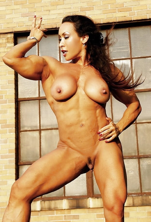 naked-bodybuilding-girls-with-clits-beach