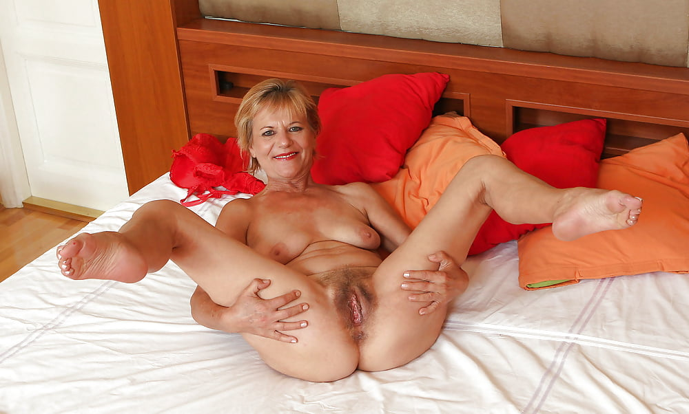 Mature xxx flexible sexy older women boxing
