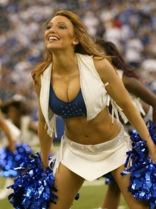 Sexy hot cheerleaders showing boobs — pic 9