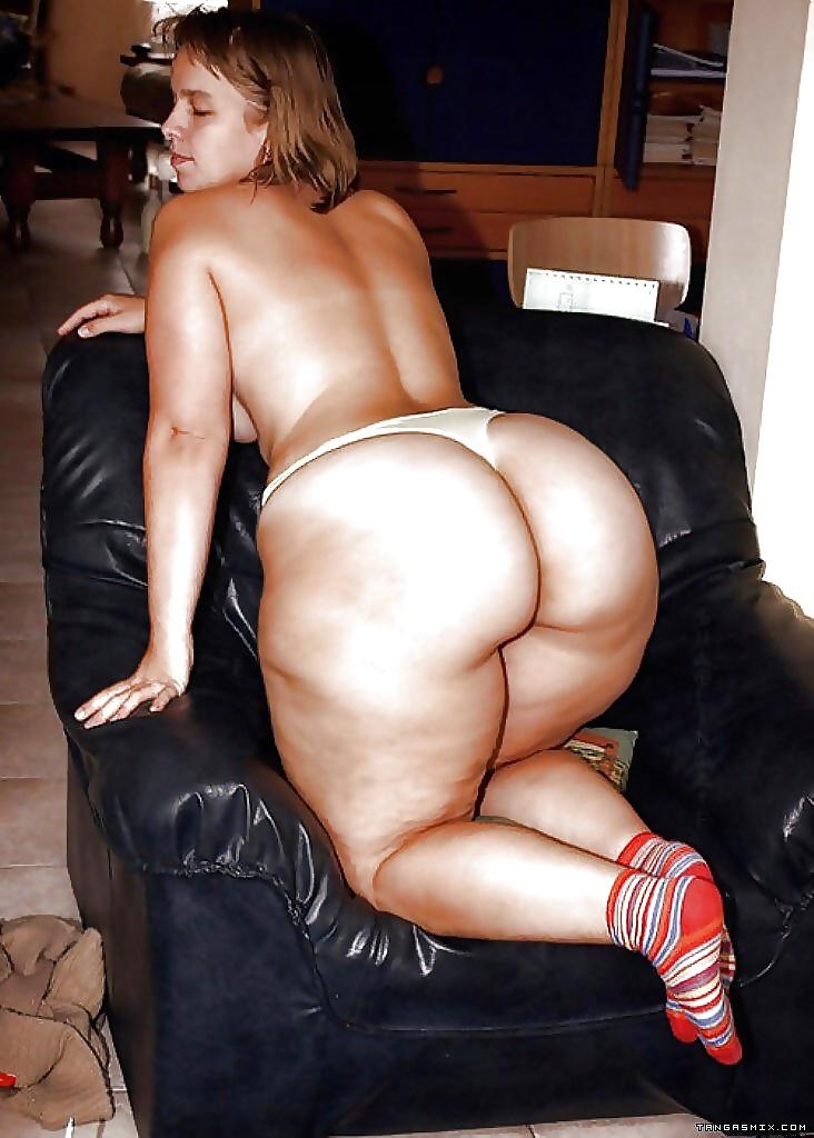 Huge tits wide hips lasbo free porn images