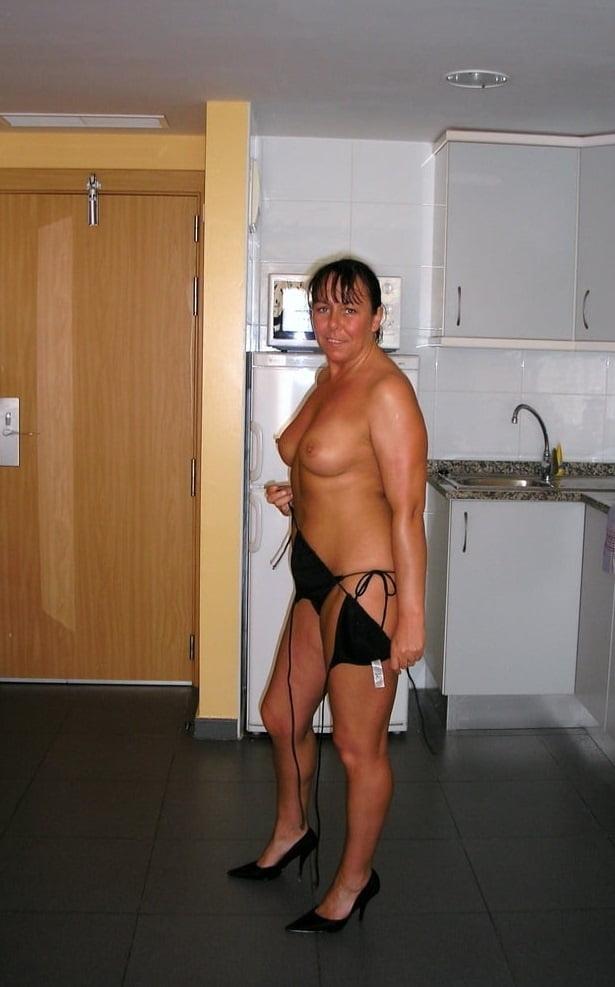 Muriel, la prof de math en bikini avant la rentree