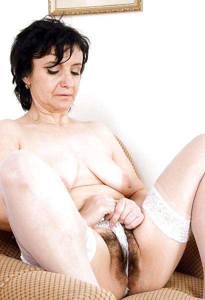Older women mastabating-7116