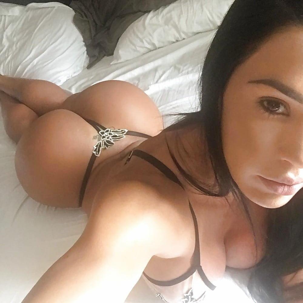 Big tits big ass black girl
