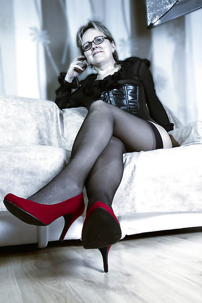 Sexy milf high heels-2062