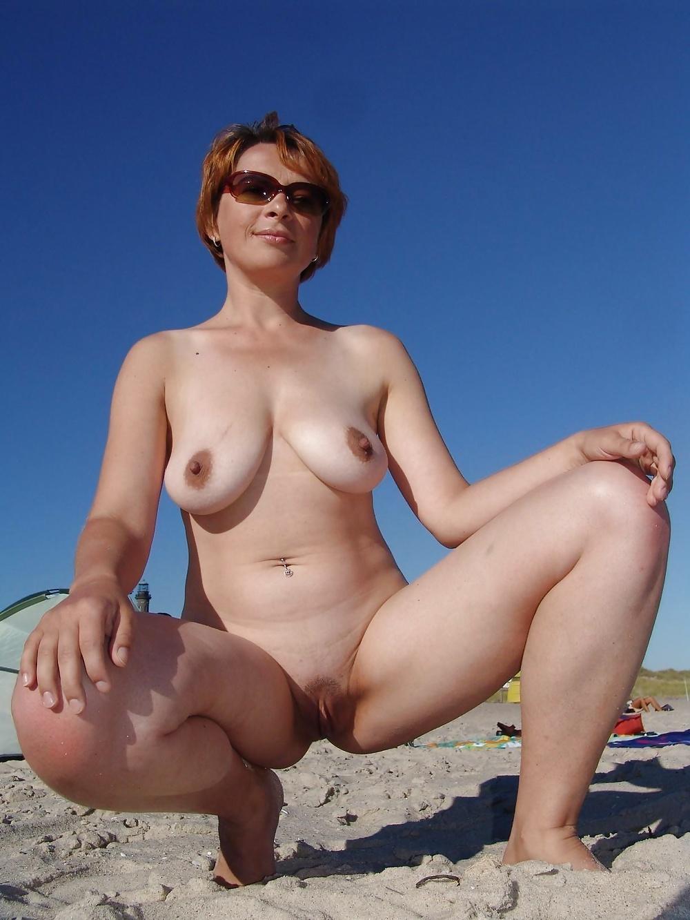 мамки на пляже порно вошла комнату