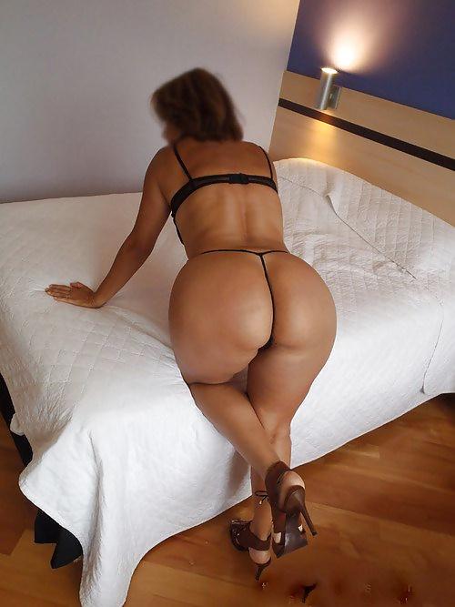 галереи порно женщин зрелых попок в фото стрингах