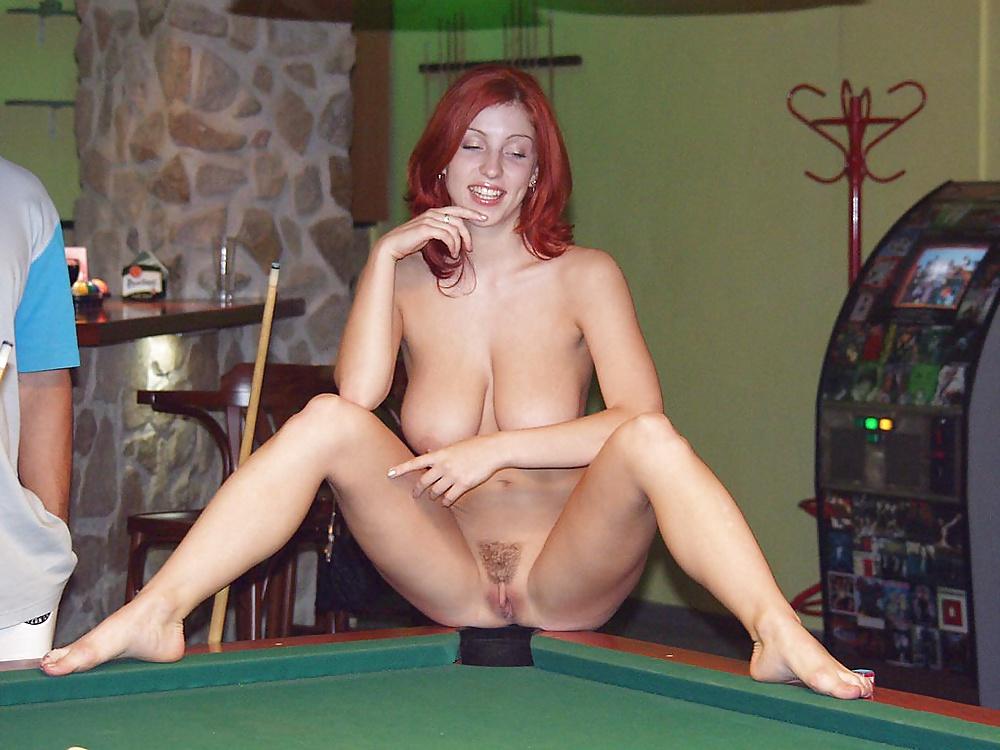 Порно на бильярдном столе на публике