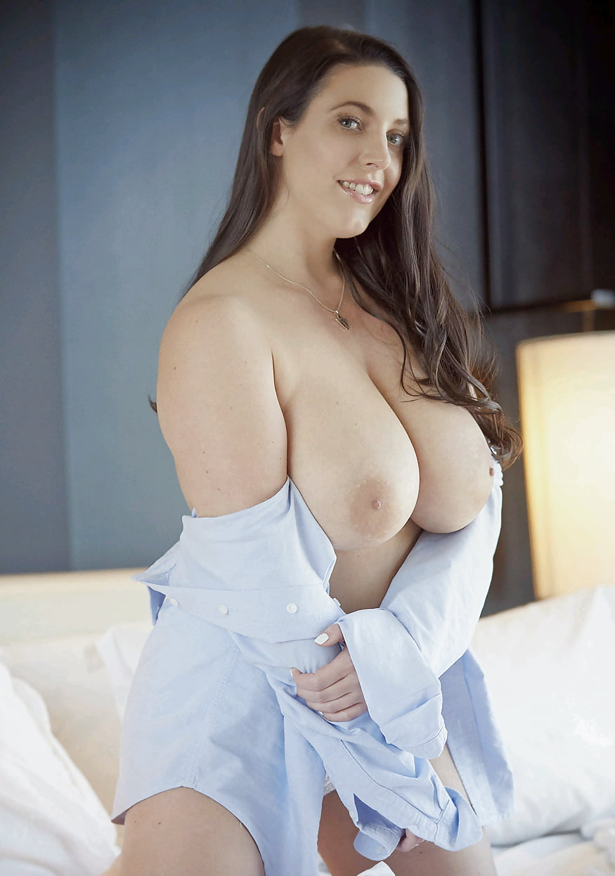 Big Boobs Dame Never Wishes The Feeling Of Having Her Slit Licked End