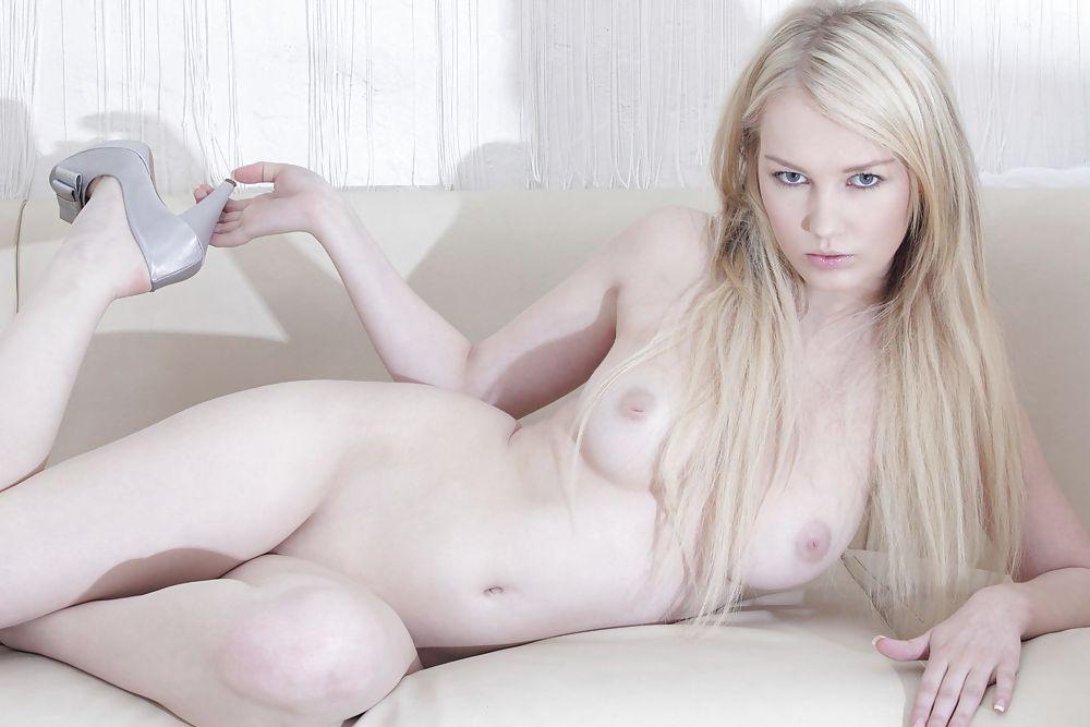 порно-актрисы с кипельно белыми волосами странно