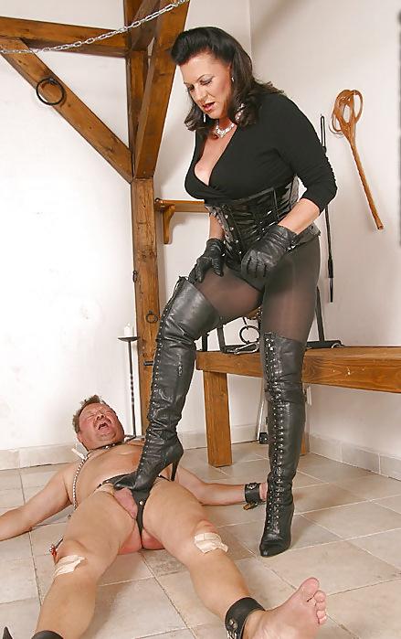 girl-getting-mature-mistress-sensuous-ass