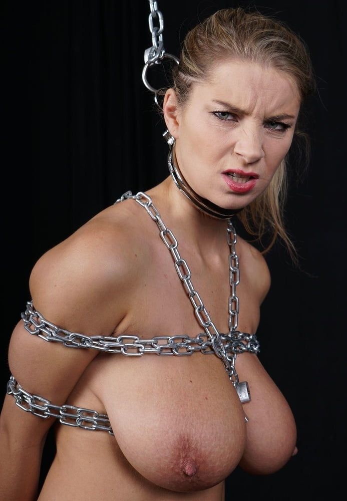 pregnate-pussy-chain-nude
