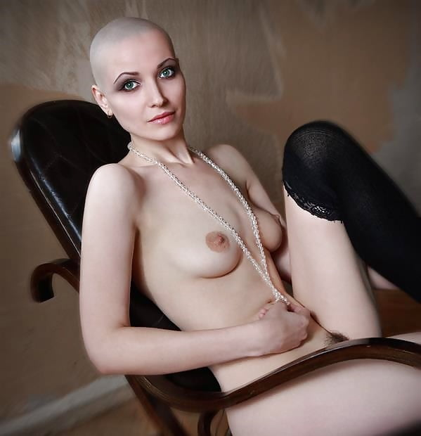 Bald girl pussy