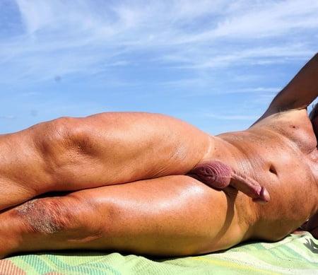 Nackt am strand erektion Nudisten