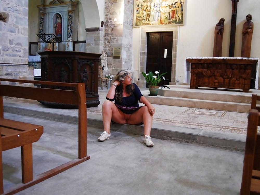 nude-church-foto