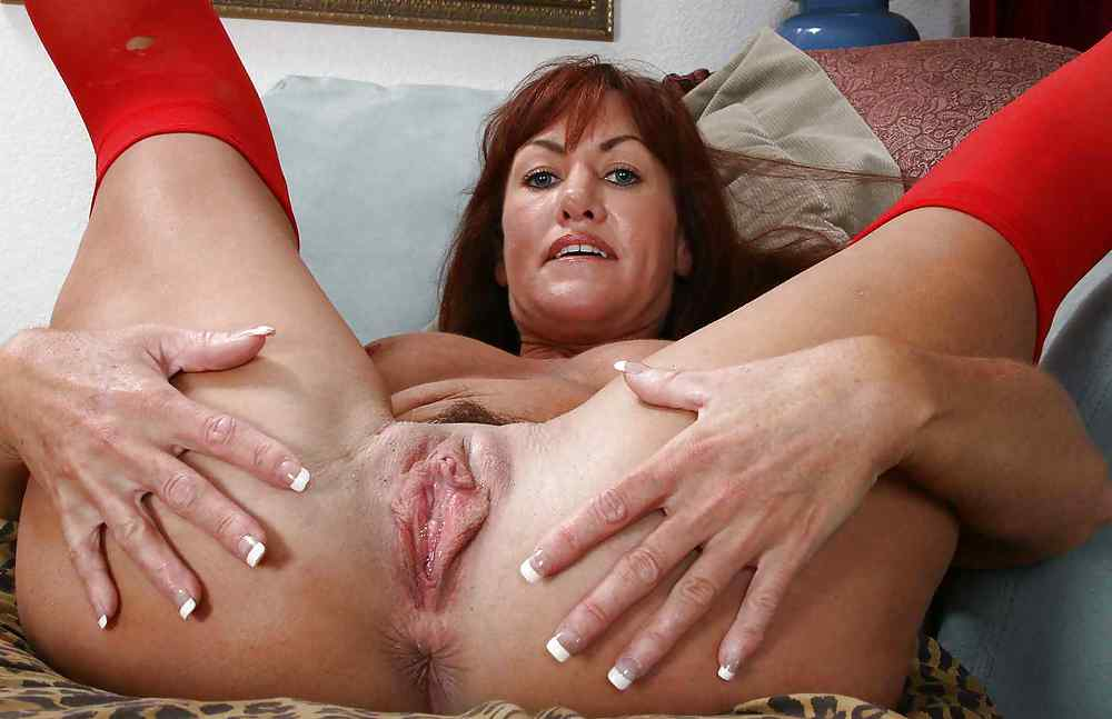 mature-spreading-video-nudist