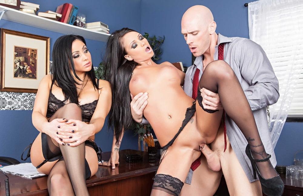 Supeer Threesome - 15 Pics
