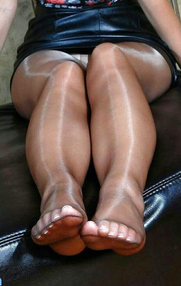 neylonovie-kolgotki-u-polnih-stupni-nog-fetish-smotret-samoe-seksapilnoe-porno