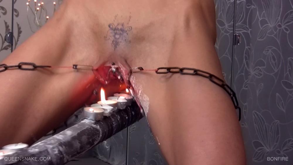 Порно заливают воском — pic 13