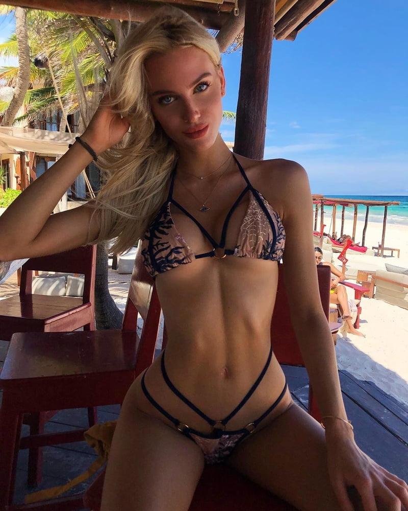 Hot sexy round boobs