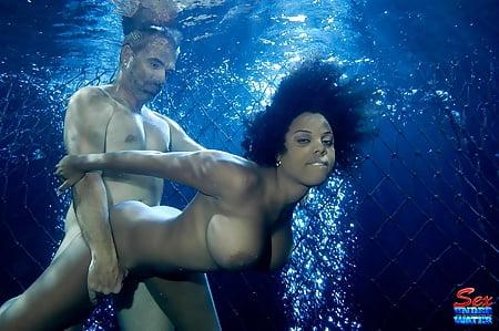 Alia starr underwater