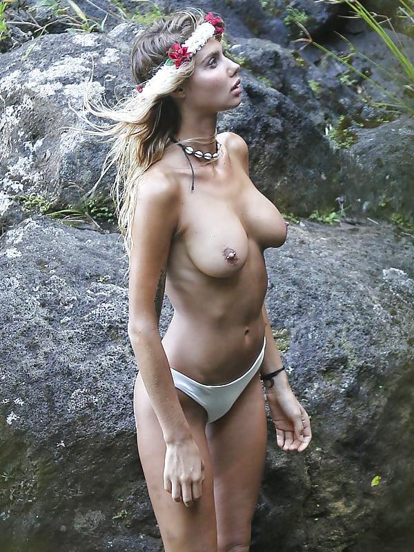 Beautiful young women in the nude