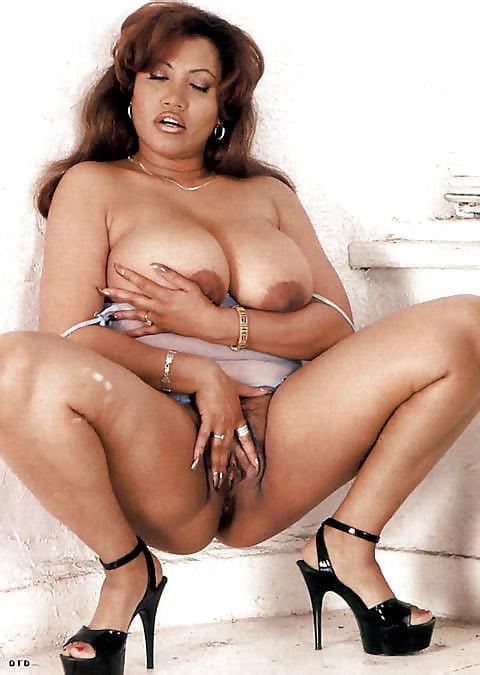 Ebony Lesbian Sitting Face