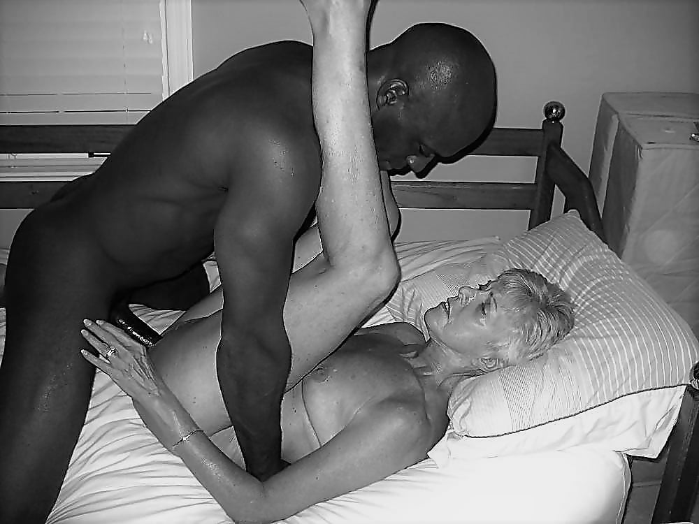 popular-streaming-mature-interracial-porn-pictures-nude